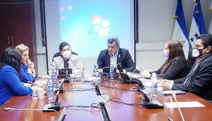 Diputados solicitarán al director de la PNC que lleve por apremio a canciller salvadoreña