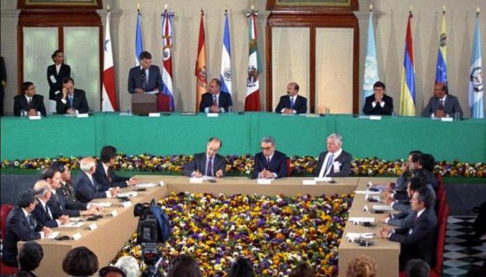 La firma de los Acuerdos de Paz jugó un papel importante para la sociedad salvadoreña, dice Óscar Santamaría, firmante de los Acuerdos de Paz